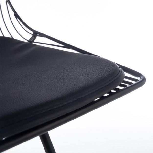 chaise noir mate assise confortable