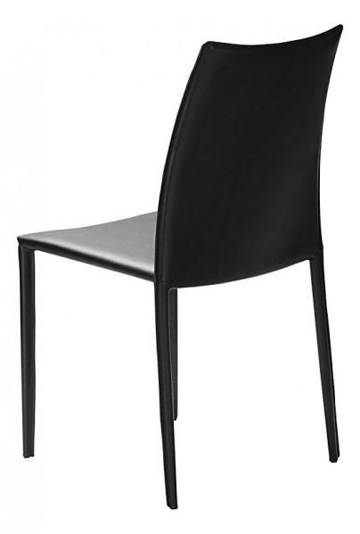 chaise teinte noire en cuir
